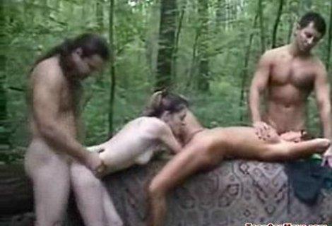 Оргия в лесу - загрузить секс видео бесплатно.