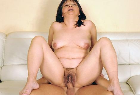 жена сосет в туалете домашнее порно видео